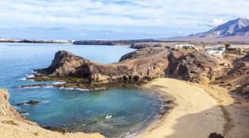 Playa de Papagayo, una delle spiagge più belle di Lanzarote a sud dell'isola (foto Getty)