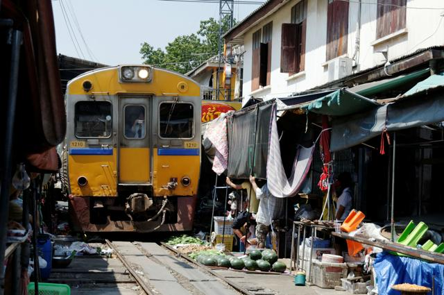 Maeklong Market Railway (Thailandia)
