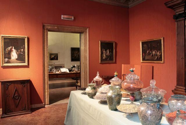 Venezia:  odore di alga  a Palazzo Mocenigo. E tre nuove sale