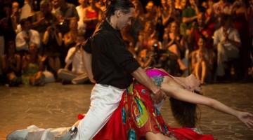 Il Festival del Tango  attira ogni anno migliaia di appassionati per i maestri famosi in tutto il mondo,  la musica dal vivo, gli  show eleganti e  le location  (foto: Michele Maccarrone)