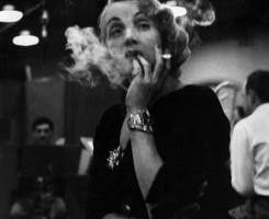 Eve Arnold, Marlene Dietrich negli studi di registrazione della Columbia Records. New York, 1952,  Magnum Photos