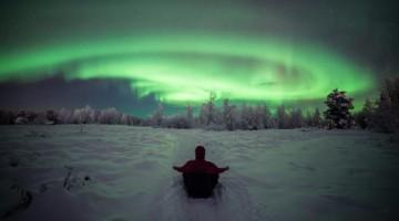 Bussola a nord. Nelle regioni polari è iniziata la stagione delle aurore boreali, la più spettacolare di sempre (credit: VisitFinland.com)