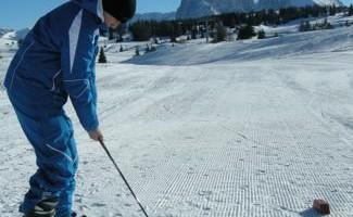 Golf sulla neve all?Alpe di Siusi.