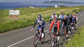 La seconda tappa attraversa  la campagna irlandese. Partendo da Belfast i ciclisti si dirigeranno verso la contea di Antrim, a ovest, per poi salire verso le pittoresche zone costiere di Portrush. Immancabile e di grande impatto il paesaggio della Causeway Costal Route