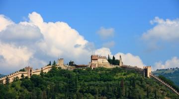 Le mura medievali che cingono la cittadina di Marostica, in provincia di Vicenza