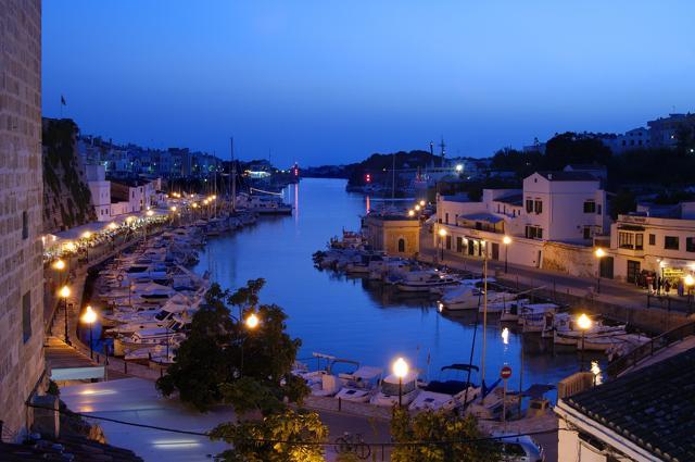 Terrazze sul blu: estate in affitto nel Mediterraneo
