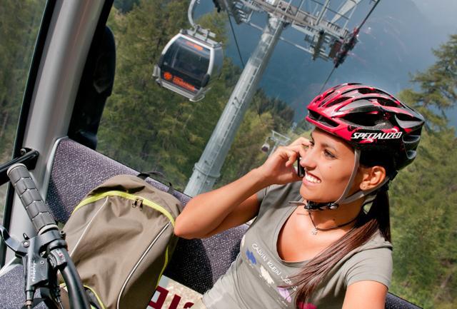In treno e persino in funivia: la bici viaggia ovunque in Val di Sole, paradiso della Mountain Bike.