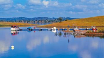 Il lago artificiale di Alqueva, in Portogallo, il più grande d'Europa (foto Alamy / Milestone Media)