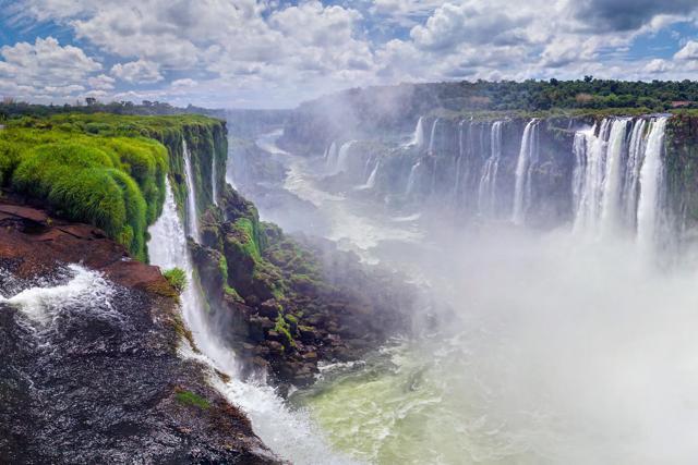 Brividi verticali: saltare nel vuoto nei luoghi più incredibili della Terra