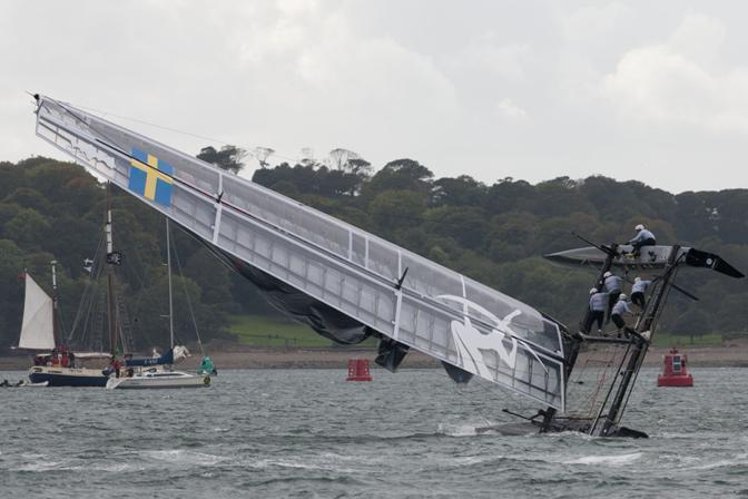La barca di Paul Cayard (ma lui non è a bordo) rischia la scuffia durante le regate di Plymouth (Gilles-Martin Raget/Acea)