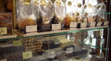 L?interno di un negozio della famosa marca di cioccolato belga Leonidas (foto: Rossana Caviglioli)