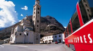 Da Tirano a Saint Moritz si può prendere il caratteristico Trenino Rosso del Bernina, lungo la ferrovia retica (foto: Ente Turismo Valtellina)