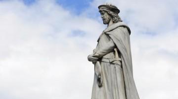 La statua di Walther von der Vogelweide è  al centro della piazza Walther.. Da qui partono i tour dedicati ai luoghid ell'amore (foto: Getty Images)