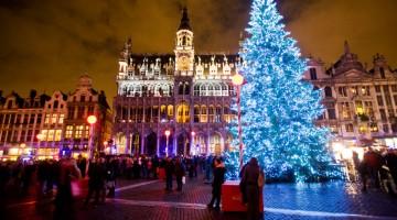 Il grande albero di Natale che illumina la Grand Place (Foto: Brussels International/Eric Danhier)