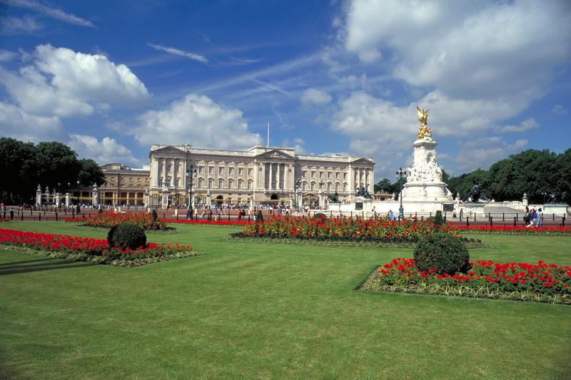 Buckingham Palace si affaccia su St. James Park (foto: VisitBritain)