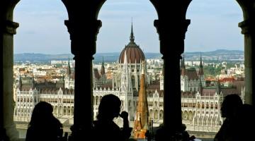 Budapest: un caffè con vista sul Parlamento, simbolo della città