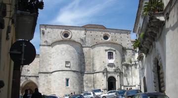 Le grandi absidi visibili sulla facciata della Cattedrale di Gerace, in Calabria, formano il settore più monumentale della splendida chiesa