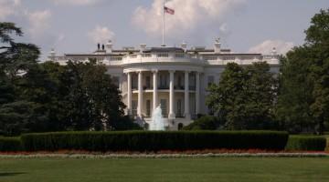 La Casa Bianca (White House) è la residenza ufficiale e il principale ufficio del presidente degli Stati Uniti e comprende un complesso architettonico il cui centro è un palazzo bianco in stile vittoriano situato al numero 1600 della Pennsylvania Avenue