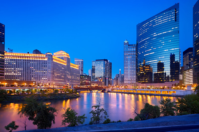 Vista della città dal Chicago River (foto Alamy/Milestone Media)