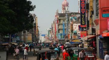 Una via di Colombo, la capitale dello Sri Lanka.