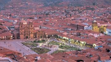 Sull?elegante plaza de Armas di Cuzco si affacciano le chiese meglio conservate e più decorate del Paesem capolavori del Barocco coloniale