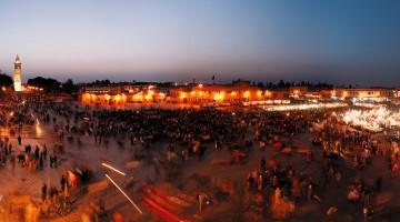 Di giorno c'è il mercato, di sera gli spettacoli di musicisti, cantastorie e incantatori di serpenti: la piazza Jema El Fnaa è uno dei luoghi più suggestivi di Marrakech (foto: Ente Turismo Marocco)