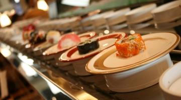 Dalle specialità libanesi a quelle francesi, vietnamite, russe e indiane: nei ristoranti e negozi gastronomici di Dubai si trova di tutto (foto: Dubai Mall)