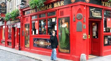 Birra buona e musica live riempiono di cittadini e turisti i pub del quartiere Temple Bar, aperti dal tramonto all'alba (foto: Valentina Castellano Chiodo)