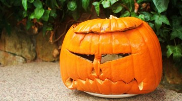 All'Halloween Spooktacular i bambini imparano a intagliare le zucche (foto: Flickr/Time_will_tell)