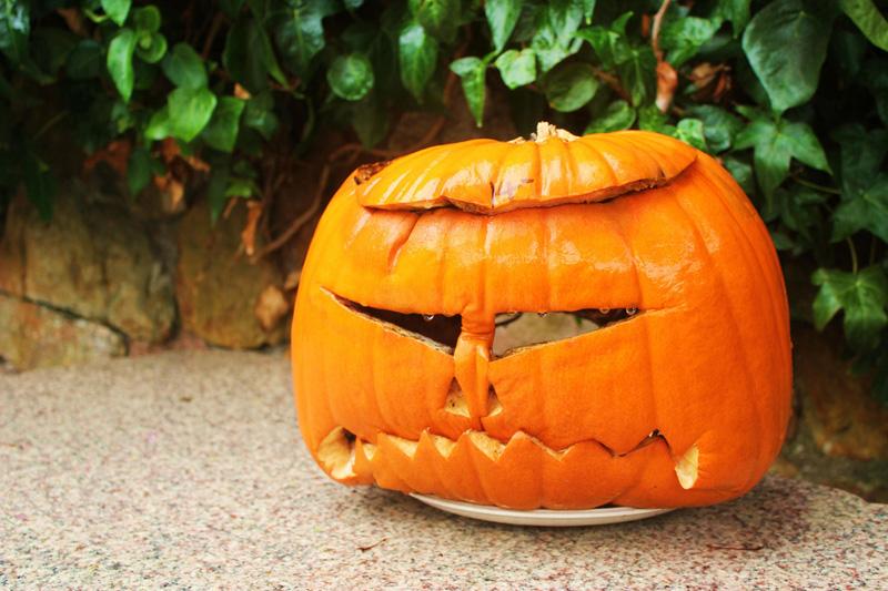 All'Halloween Spooktacular i bambini imparano a intagliare le zucche (foto: Flickr/Time_will_tell)