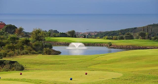 Golf spettacolo: 15 green vista mare