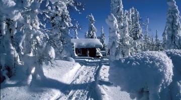 Un rifugio tra la neve alta, spartano ma munito di sauna