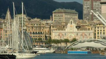 Renzo Piano ha ridisegnato il Porto antico di Genova per le Colombiadi del 1992. Sullo sfondo, Palazzo San Giorgio riccamente affrescato. Oggi ospita l?autorità portuale