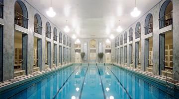 La bellissima piscina pubblica di Yrjönkatu, nel centro di Helsinki