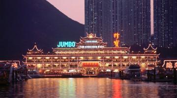 Il Jumbo Kingdom è uno dei ristoranti caratteristici più tipici di Hong Kong, nel porto di Aberdeen (foto: Hong Kong Tourism Board)