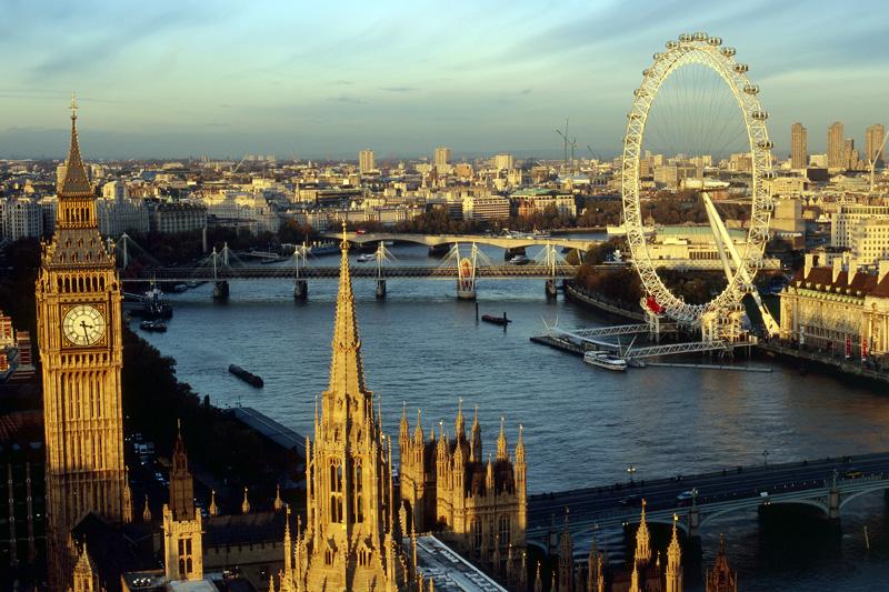 Il panorama dalla cima della Victoria Tower con il Big Ben, il Tamigi e la ruota panoramica London Eye (foto: Britain on View)