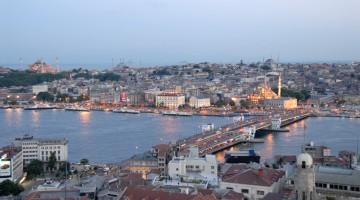 Il ponte Galata segna il passaggio dalla Istanbul antica alla Istanbul moderna (foto: Uff. Cultura e Informazioni Ambasciata di Turchia)