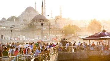 Lo skyline di Istanbul è destinato a cambiare con la nuova moschea dai minareti più alti al mondo (foto: Alamy/Milestonemedia)