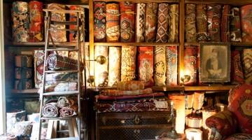 Nel negozio A la Turca di Istanbul si trovano tappeti antichi e recenti