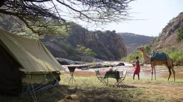 Safari a dorso di cammello con guide samburu