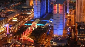Le luci colorate dei casinò illuminano le notti a Las Vegas (foto: Las Vegas News Bureau)