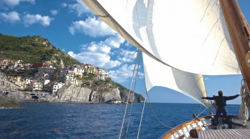 In barca, al largo delle Cinque Terre