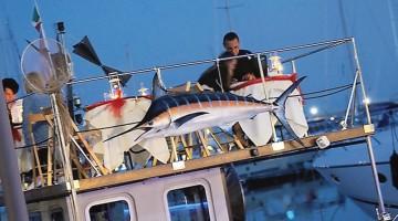 Cena a bordo del Pesce Pazzo, alla fonda di Marina di Varazze