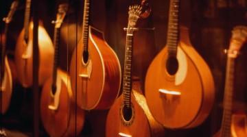 Gli strumenti esposti nella Casa del Fado di Lisbona (foto: Jose Manuel)