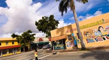 A Miami è possibile prendere parte a tour gratuiti della Litle Havana, centro cubano (foto Alamy/Milestone Media)