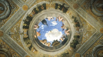 Naso all?insù a Mantova, per guardare il soffitto della Camera degli Sposi nel Palazzo Ducale