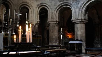 Gli interni della Chiesa di San Bartolomeo a Londra (foto Alamy/Milestone Media)