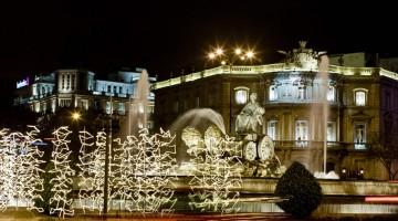Addobbi natalizi anche accanto alla Fontana di Cibele di Natale (foto: Ufficio Turismo Spagnolo)