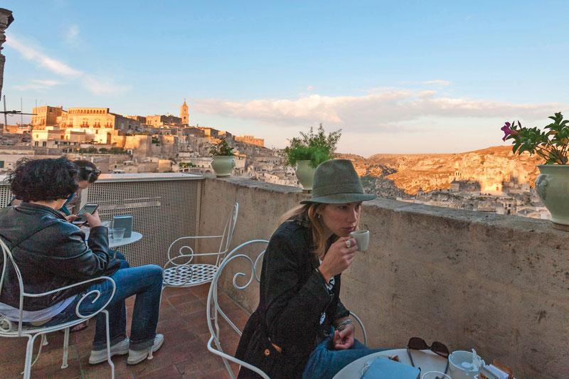 La terrazza di Caffè Lanfranchi, a Matera, ottima per vedere la città dall'alto