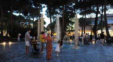 Uno scatto recente di Milano Marittima con la Fontana della Pineta
